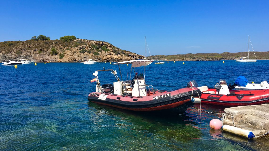 The local boat taxi out to Isle de Colom